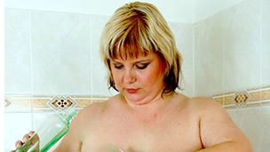 Juliana in der Dusche