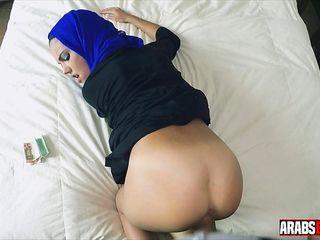 Arab Girl Fucked in Hotel
